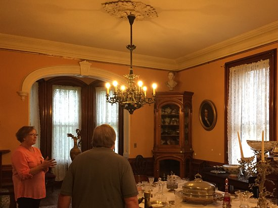 Seward House Museum: Dining room