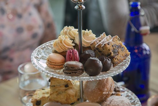 The Rooms Cafe: Mini cakes and sweets presentation
