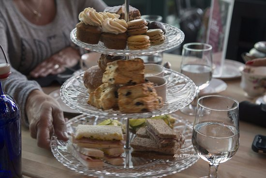 The Rooms Cafe: Tea buns, macaroons