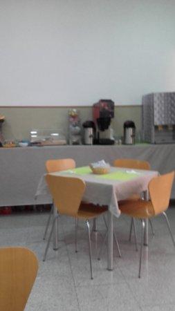 Hostal La Terrassa: La Terrassa - Barcelone - salle petit-déjeuner