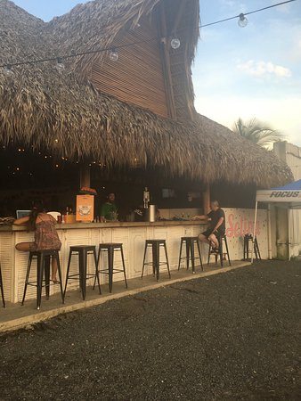 Hotel Tuanis: Nearby beach bar