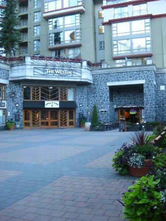 The Westin Resort & Spa, Whistler: Courtyard entrance.