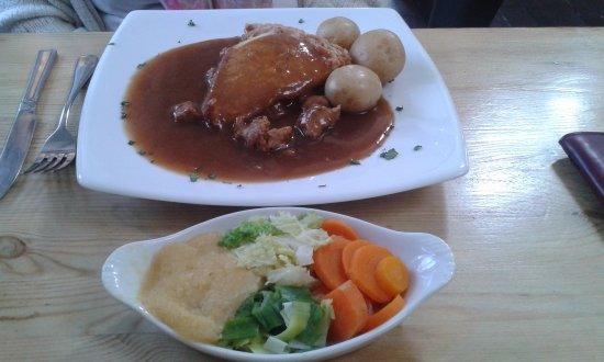 Whitwell, UK: Special pie served with new potatoes and lots of vegetables