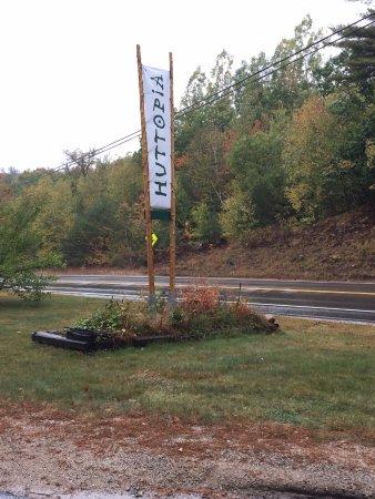 Conway, Nueva Hampshire: Entrance to Huttopia from road