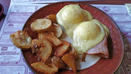 Woodsville, NH: Eggs Benedict with home fries