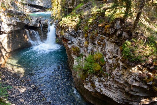 Johnston canyon resort updated 2018 campground reviews for Johnston canyon cabins