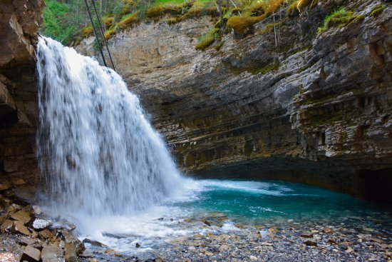 Johnston canyon resort updated 2018 prices campground for Johnston canyon cabins