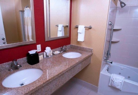 Middlebury, VT: King Suite Larger Spa Bathroom