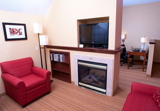 Middlebury, VT: King Suite Larger Spa Living Area