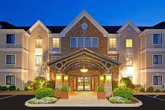 Staybridge Suites Louisville East : Hotel Exterior