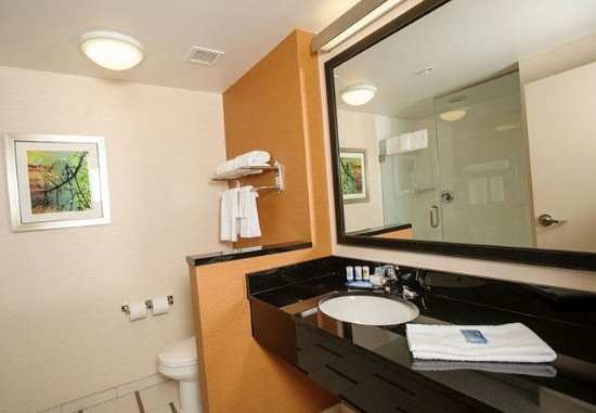 Athens, AL: King Guest Room Bathroom