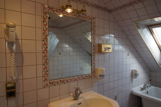 salle de bain picture of hotel la diligence honfleur tripadvisor. Black Bedroom Furniture Sets. Home Design Ideas