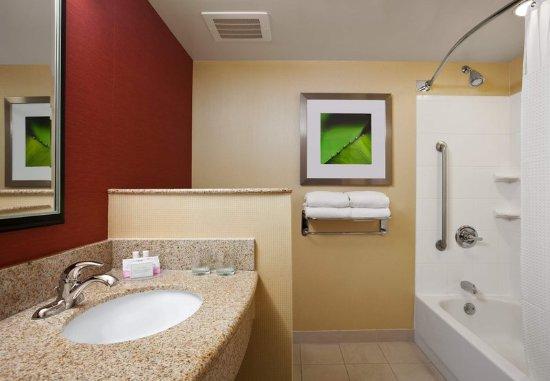 Junction City, Канзас: Guest Bathroom