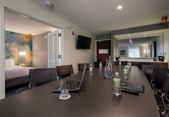 Irving, TX: Stylish-Executive Suite