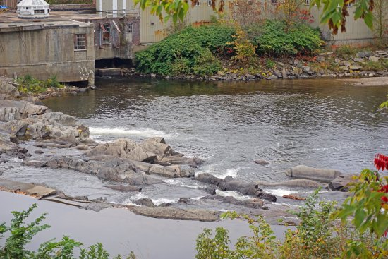 Bath, NH: Dam with small waterfalls