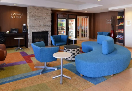 Troy, OH: Lobby Seating Area