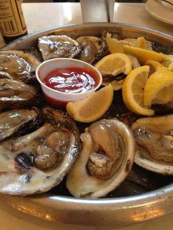 Felix's Restaurant and Oyster Bar: oysters