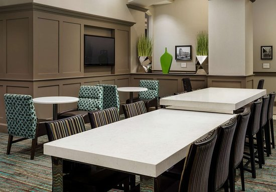 Residence Inn Houston Downtown/Convention Center: Communal Table