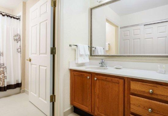 Residence Inn Houston Downtown/Convention Center: Guest Bathroom