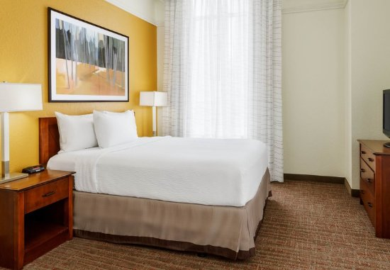 Residence Inn Houston Downtown/Convention Center: Two-Bedroom Suite – Bedroom