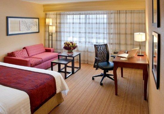 Lebanon, NJ: King Guest Room