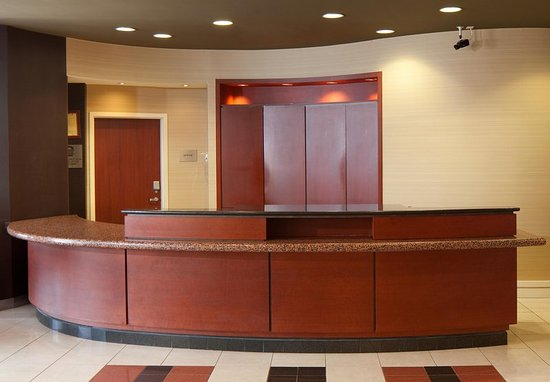 Lebanon, NJ: Front Desk