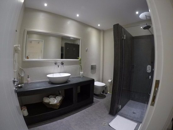 Nefeli Sunset Studios: Loved this bathroom on the deluxe suite 4.