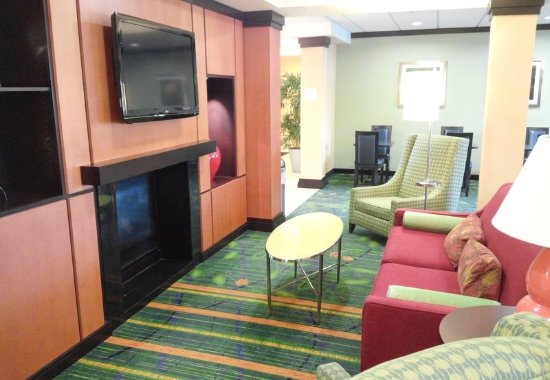 Avon, IN: Lobby Sitting Area