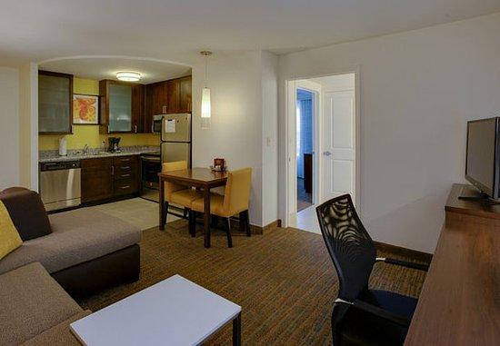 Chicopee, ماساتشوستس: One-Bedroom Suite