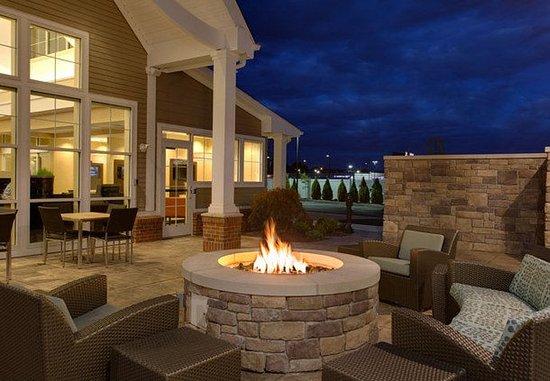 Chicopee, ماساتشوستس: Outdoor Firepit