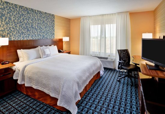 Jeffersonville, OH: King Guest Room