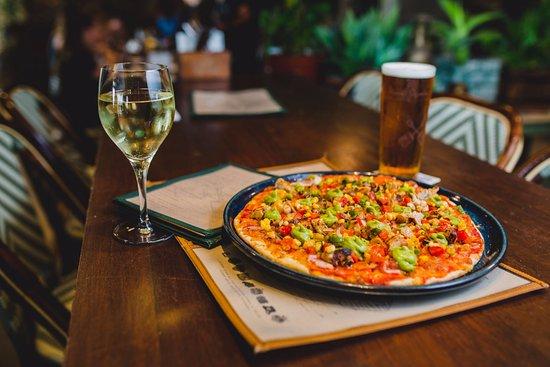 Scarborough, Australia: Chicken Bacon Pizza