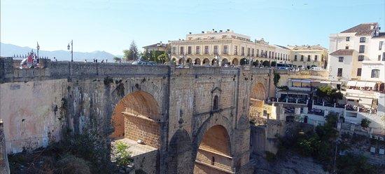 Parador de Ronda: le pont vu de la terrasse de la chambre