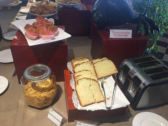 Plantation Island Resort: Gluten free section at breakfast.