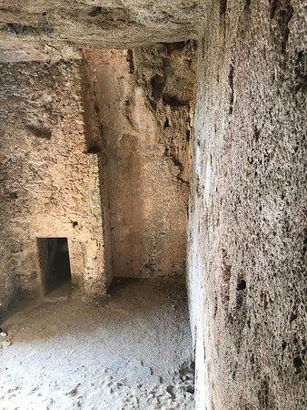 Villecroze, Francja: Extérieur et intérieur de la grotte troglodyte