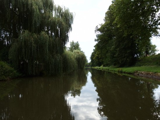 Roanne, فرنسا: canal de roanne, à la sortie de la ville