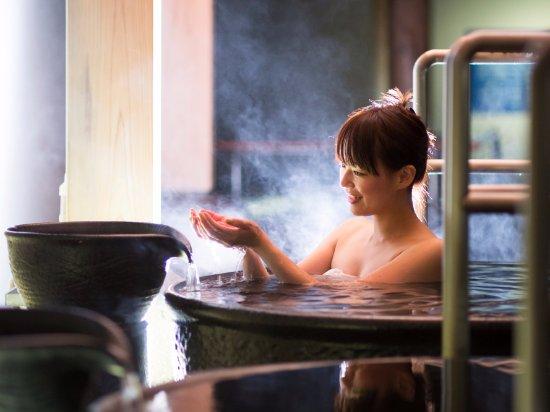 Tosa Royal Hotel : 温泉露天風呂【1階 よさこい温泉】桂浜側にのみある壷湯。※撮影の為タオルを使用しています