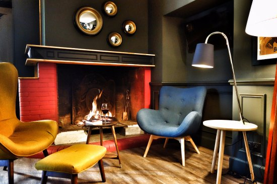 Hotel Henri IV: SALON AVEC CHEMINEE. Hotel Henri IV: PISCINE EXTERIEURE