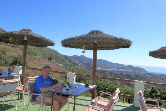 La Venta de Frigiliana: Sitting outside with a beer at La Venta
