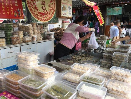 Nanxiang Old Street: Sweets shop