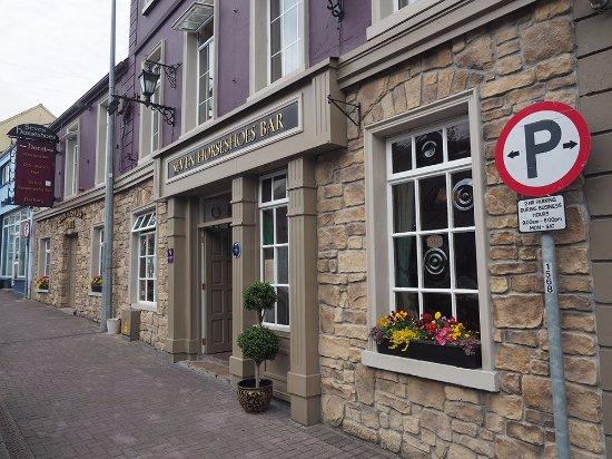 Belturbet, Ierland: Seven Horseshoes Hotel - Restaurant