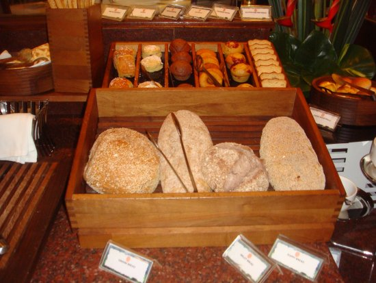 Kampala Serena Hotel: A wide selection of breads and pastries