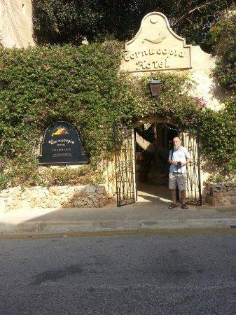 Cornucopia Hotel: Hotel Entrance
