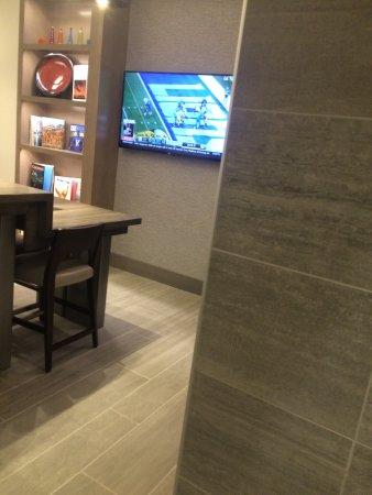 Cincinnati Airport Marriott: M Lounge