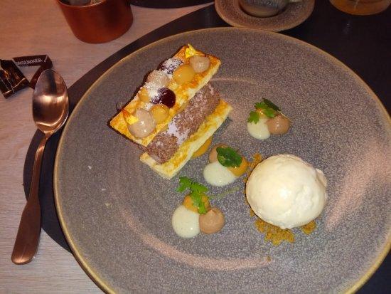 Skjern, Danemark : Dessert with icecream and frozen parfait.