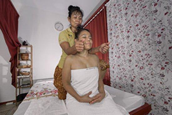 Seelze, Duitsland: Nacken / Schulter Massage