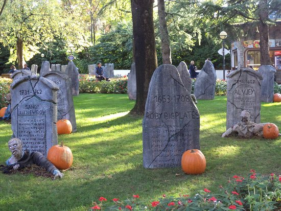 Halloween A Gardaland.Halloween Graveyard Picture Of Gardaland Park Castelnuovo Del