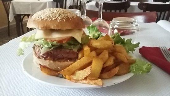 Ancizan, Francia: burger maison