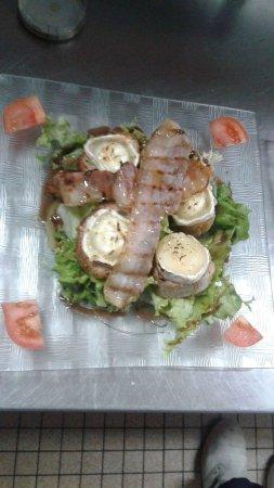 Ancizan, Francia: salade de chèvre chaud
