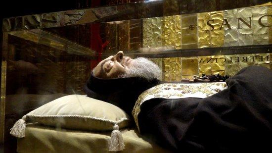Santuario Padre Pio : Corpo incorrupto de S. Pe. Pio